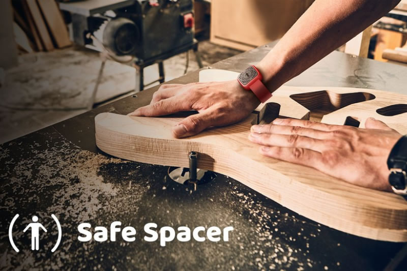 Safe Spacer looks like an Apple Watch and monitors social distancing